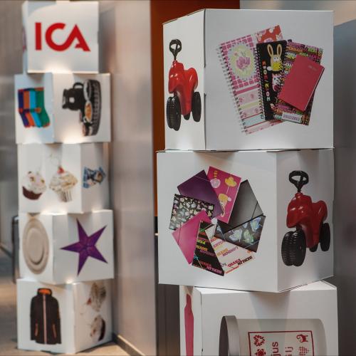 Kartong kub, display med tryck i färg