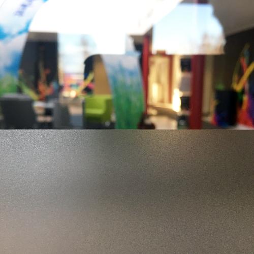Fönster dekor som frostad film för insynsskydd