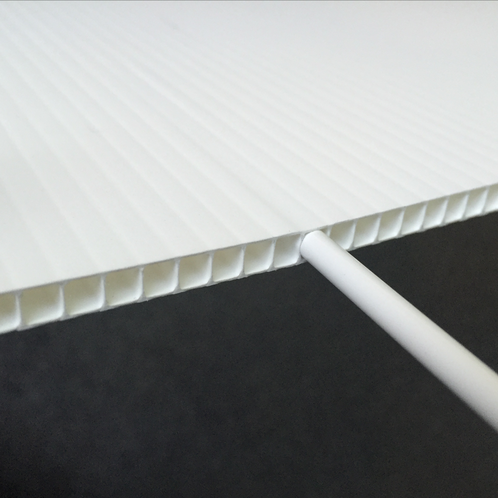 Kanalplast skilte til mæglerskilte, billig og hurtig