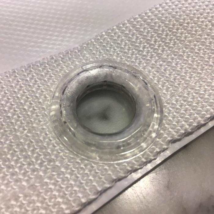 Øjer i plastik og forstærket i kant