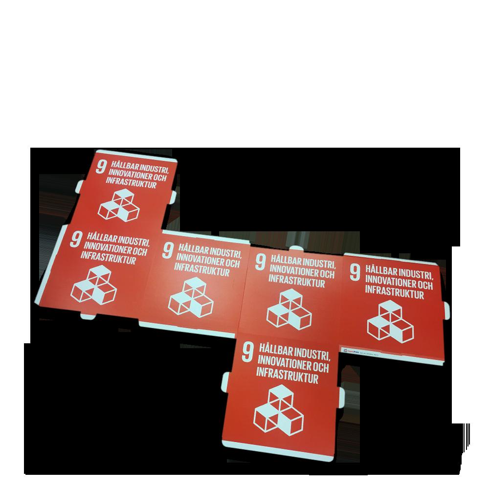 Karton i forskellige størrelser af trykt bølgepap